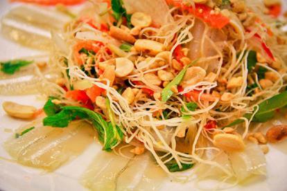 Hương vị biển cả từ gỏi cá mai Ninh Thuận